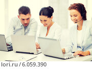 Купить «group of people working with laptops in office», фото № 6059390, снято 9 июня 2013 г. (c) Syda Productions / Фотобанк Лори