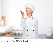 Купить «smiling female chef showing delicious sign», фото № 6060174, снято 7 января 2014 г. (c) Syda Productions / Фотобанк Лори