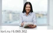Купить «Businesswoman or student with tablet pc», видеоролик № 6060302, снято 11 ноября 2013 г. (c) Syda Productions / Фотобанк Лори