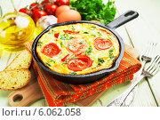 Купить «Омлет с овощами и зеленью в чугунной сковороде на столе. Фриттата», фото № 6062058, снято 30 июня 2014 г. (c) Надежда Мишкова / Фотобанк Лори