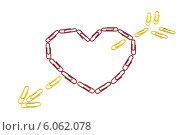 Сердце со стрелой из скрепок. Стоковое фото, фотограф Федорец Артем / Фотобанк Лори