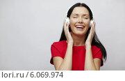Купить «Happy singing girl with headphones», видеоролик № 6069974, снято 11 ноября 2013 г. (c) Syda Productions / Фотобанк Лори
