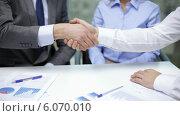 Купить «Two businessmen shaking their hands», видеоролик № 6070010, снято 12 ноября 2013 г. (c) Syda Productions / Фотобанк Лори