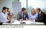 Купить «Business people having a meeting», видеоролик № 6070014, снято 3 декабря 2013 г. (c) Syda Productions / Фотобанк Лори