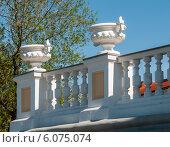 Купить «Вазы на здании в городе Перми», фото № 6075074, снято 14 мая 2012 г. (c) Elena Monakhova / Фотобанк Лори