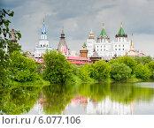 Купить «Кремль в Измайлово и Серебряно-Виноградный пруд летом перед грозой. Москва», фото № 6077106, снято 13 июня 2014 г. (c) Екатерина Овсянникова / Фотобанк Лори