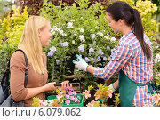 Купить «Florist give advice to customer woman plants», фото № 6079062, снято 16 июня 2014 г. (c) CandyBox Images / Фотобанк Лори