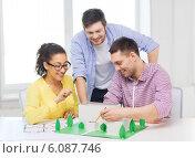 Купить «smiling architects working in office», фото № 6087746, снято 17 мая 2014 г. (c) Syda Productions / Фотобанк Лори
