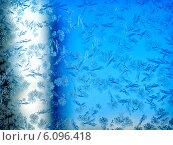 Купить «Синие морозные узоры на стекле», фото № 6096418, снято 25 октября 2011 г. (c) ElenArt / Фотобанк Лори