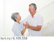 Cheerful senior couple dancing together. Стоковое фото, агентство Wavebreak Media / Фотобанк Лори