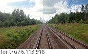 Купить «Вид из окна локомотива поезда на железную дорогу», видеоролик № 6113918, снято 9 июля 2014 г. (c) Кекяляйнен Андрей / Фотобанк Лори