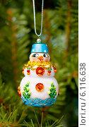 Купить «Елочная игрушка. Снеговик», эксклюзивное фото № 6116638, снято 7 января 2014 г. (c) Зобков Георгий / Фотобанк Лори