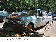 Купить «Старый автомобиль Москвич-412», эксклюзивное фото № 6121042, снято 5 июня 2012 г. (c) Алёшина Оксана / Фотобанк Лори