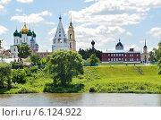 Купить «Вид на Коломенский кремль со стороны реки», фото № 6124922, снято 29 июня 2014 г. (c) Овчинникова Ирина / Фотобанк Лори