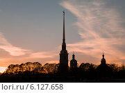 Купить «Тёмный силуэт Петропавловской крепости вечером», фото № 6127658, снято 26 апреля 2014 г. (c) Александр Макаров / Фотобанк Лори