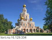 Купить «Церковь Покрова в Филях», эксклюзивное фото № 6129334, снято 12 июля 2014 г. (c) Виктор Тараканов / Фотобанк Лори
