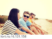 group of friends or volleyball team on the beach. Стоковое фото, фотограф Syda Productions / Фотобанк Лори