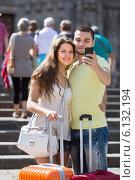 Купить «Couple doing selfie at the street», фото № 6132194, снято 11 июня 2014 г. (c) Яков Филимонов / Фотобанк Лори