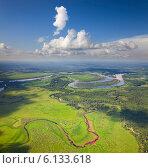 Купить «Река в лесистой местности, вид сверху», фото № 6133618, снято 24 июля 2013 г. (c) Владимир Мельников / Фотобанк Лори