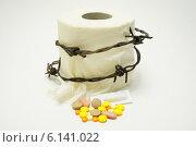 Купить «Лечение геморроя. Туалетная бумага с колючей проволокой, таблетками.», фото № 6141022, снято 15 июля 2014 г. (c) AlexIrina / Фотобанк Лори