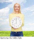 Купить «student with wall clock», фото № 6149726, снято 15 апреля 2014 г. (c) Syda Productions / Фотобанк Лори