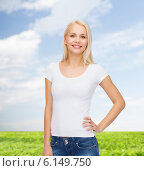 Купить «smiling woman in blank white t-shirt», фото № 6149750, снято 15 апреля 2014 г. (c) Syda Productions / Фотобанк Лори