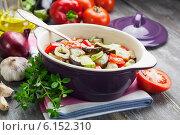 Купить «Овощное рагу в керамической форме», фото № 6152310, снято 16 июля 2014 г. (c) Надежда Мишкова / Фотобанк Лори