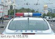 Купить «Специальный сигнал (проблесковый маячок) на крыше патрульной полицейской машины», эксклюзивное фото № 6155870, снято 13 июля 2014 г. (c) Svet / Фотобанк Лори