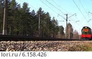 Купить «Маневровый тепловоз проезжает по железнодорожному пути», видеоролик № 6158426, снято 20 апреля 2014 г. (c) Арташес Оганджанян / Фотобанк Лори