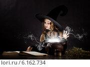 Halloween witch. Стоковое фото, фотограф Sergey Nivens / Фотобанк Лори