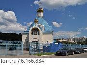 Купить «Церковь Иконы Божией Матери Казанская в Тёплом Стане в Москве», эксклюзивное фото № 6166834, снято 7 июля 2014 г. (c) lana1501 / Фотобанк Лори