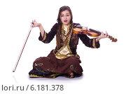 Купить «Woman playing violin on white», фото № 6181378, снято 28 февраля 2013 г. (c) Elnur / Фотобанк Лори