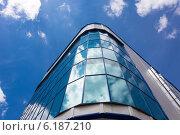 Современное офисное здание на фоне неба с облаками. Стоковое фото, фотограф Сергей Гойшик / Фотобанк Лори