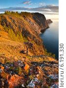 Купить «Вид на побережье острова Ольхон на озере Байкал с мыса Шунтэ-Левый, Россия», фото № 6191330, снято 5 июня 2014 г. (c) Николай Винокуров / Фотобанк Лори