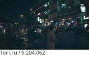 Купить «Ночная улица Пномпеня, Камбоджа», видеоролик № 6204062, снято 8 апреля 2014 г. (c) pzAxe / Фотобанк Лори