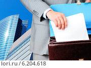 Купить «Бланк договора в мужских руках», фото № 6204618, снято 23 мая 2019 г. (c) Виталий Радунцев / Фотобанк Лори
