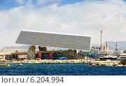 Купить «Photovoltaic plate at Port Forum area», фото № 6204994, снято 6 июля 2014 г. (c) Яков Филимонов / Фотобанк Лори