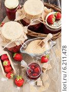 Купить «Домашнее клубничное варенье», фото № 6211478, снято 23 июля 2014 г. (c) Ekaterina Smirnova / Фотобанк Лори