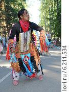Купить «Танцующий музыкант», эксклюзивное фото № 6211534, снято 27 июля 2014 г. (c) Юрий Морозов / Фотобанк Лори