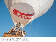 Купить «Полет воздушного шара», фото № 6211830, снято 19 июля 2014 г. (c) Лукаш Дмитрий / Фотобанк Лори