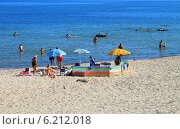 Купить «Отдых на пляже в Куликове, Балтийское море», фото № 6212018, снято 19 июля 2014 г. (c) Михаил Рудницкий / Фотобанк Лори