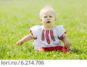 Купить «baby in traditional folk clothes», фото № 6214706, снято 15 июня 2013 г. (c) Яков Филимонов / Фотобанк Лори