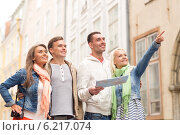 Купить «group of smiling friends with map and photocamera», фото № 6217074, снято 14 июня 2014 г. (c) Syda Productions / Фотобанк Лори