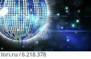 Купить «Shiny blue disco ball spinning around», видеоролик № 6218378, снято 26 июня 2019 г. (c) Wavebreak Media / Фотобанк Лори