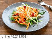 Купить «Салат с сельдереем и морковью», фото № 6219862, снято 19 марта 2014 г. (c) Афанасьева Ольга / Фотобанк Лори