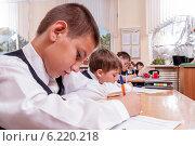 Купить «На уроках, начальная школа», фото № 6220218, снято 23 апреля 2014 г. (c) Королевский Иван / Фотобанк Лори