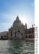 Купить «Церковь Санта-Мария-делла-Салюте 1681 года постройки. Венеция. Италия», фото № 6220294, снято 4 ноября 2013 г. (c) Евгений Ткачёв / Фотобанк Лори