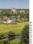 Вид со стороны села Высокое на город Боровск и Покровский собор, эксклюзивное фото № 6227674, снято 1 июля 2014 г. (c) Александр Гаценко / Фотобанк Лори