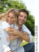 Купить «Couple in the park», фото № 6230826, снято 18 мая 2010 г. (c) Phovoir Images / Фотобанк Лори