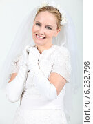 Купить «woman dressed as a bride», фото № 6232798, снято 14 июня 2010 г. (c) Phovoir Images / Фотобанк Лори